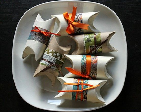 toilet paper rolls: Pillows Boxes, Idea, Toilets Paper Rolls, Paper Gifts, Rolls Gifts, Rolls Pillows, Parties Favors, Gifts Wraps, Gifts Boxes