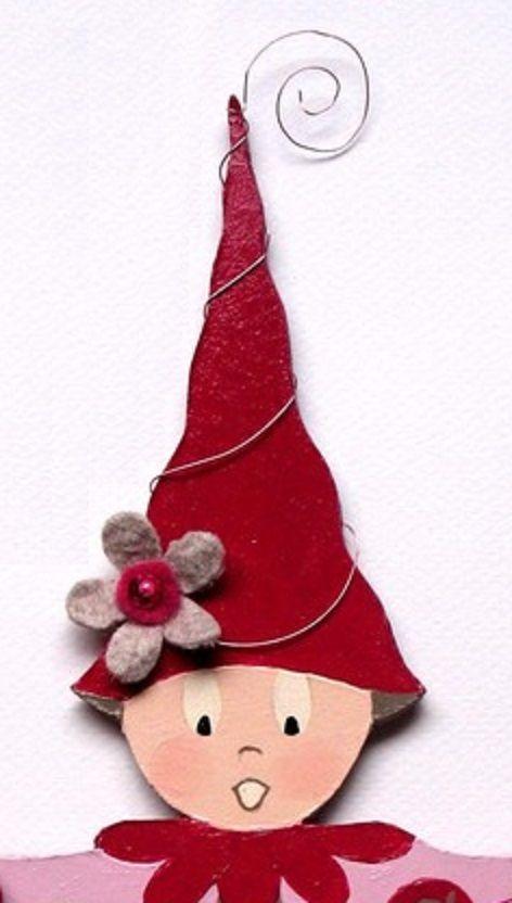 Idée de bonnet pour un lutin : haut, pointu et enroulé de fil de métal.