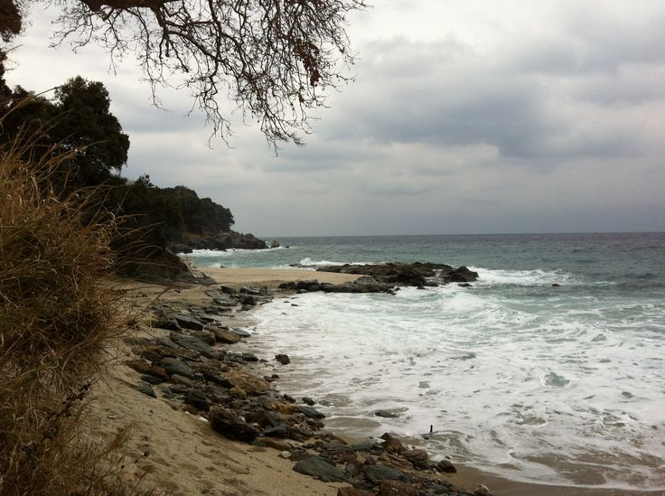 We love the Aegean Sea and the winter walks on the beaches of East Pelion! Plaka Beach, beloved all year round!