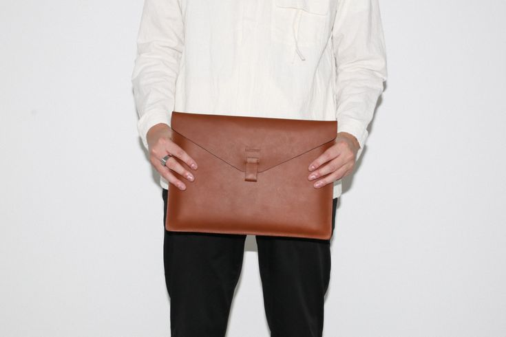 "Laptop case in leather Holds a 13"" laptop  36 x 25,5 cm"