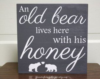 Wood sign saying: An old bear lives here with his honey | Vinyl home decor, cabin decor, Father's Day gift