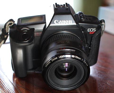 N°2: Le Canon Eos 620 a été commercialisé en Mai 1987.