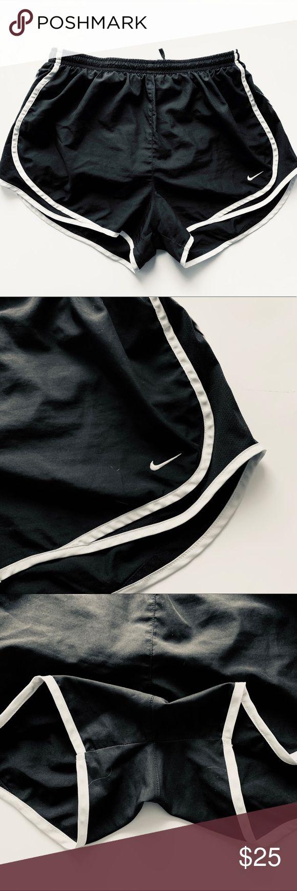 💕NIKE-Shorts NIKE-Shorts. Schwarz mit dem weißen Nike-Logo. Super bequem und gr …   – My Posh Picks