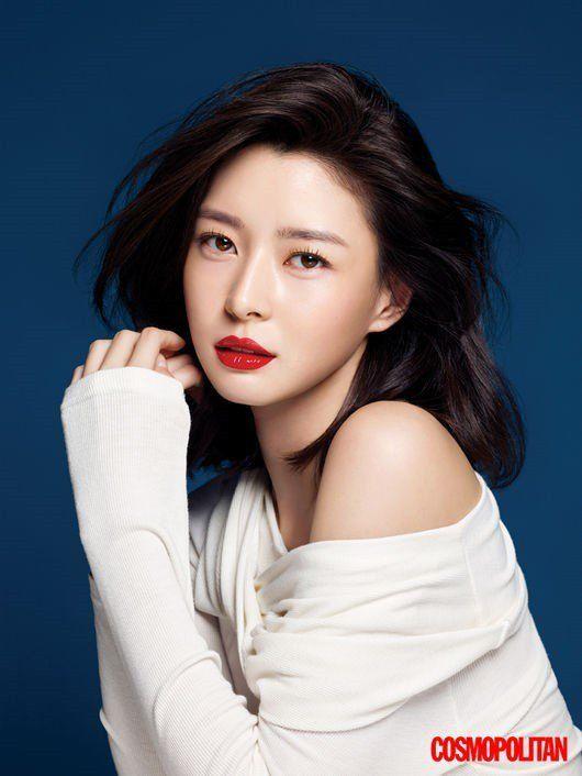 Hello Venus' Nara Shows Her Elegance and Humility in 'Cosmopolitan' Photoshoot | Koogle TV