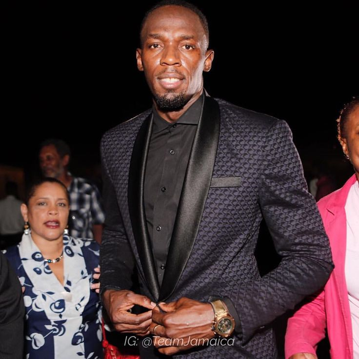 Usain Bolt ⚡️🇯🇲 at the Prime Minister's Reception for Rio 2016 delegation on the Lawns of Jamaica House. Usain is wearing a suit by Jamaican designer Carlton Brown) #TeamJamaica #Rio2016 #Olympics #usainbolt @usainbolt @carltontttbrown
