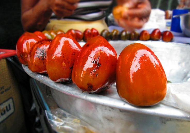 El Chontaduro se caracteriza por ser una fruta afrodisíaca, la cual se complementa con miel y sal para su degustación.