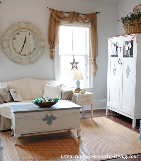 Farmhouse Family Room Decorated For The Holidays