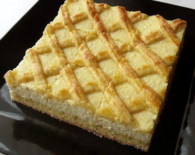 Hozzávalók:  A tésztához  500 g finomliszt 200 g cukor 250 g vaj vagy margarin 2 tojás 1 csomag sütőpor fél citrom reszelt héja vanília egy…