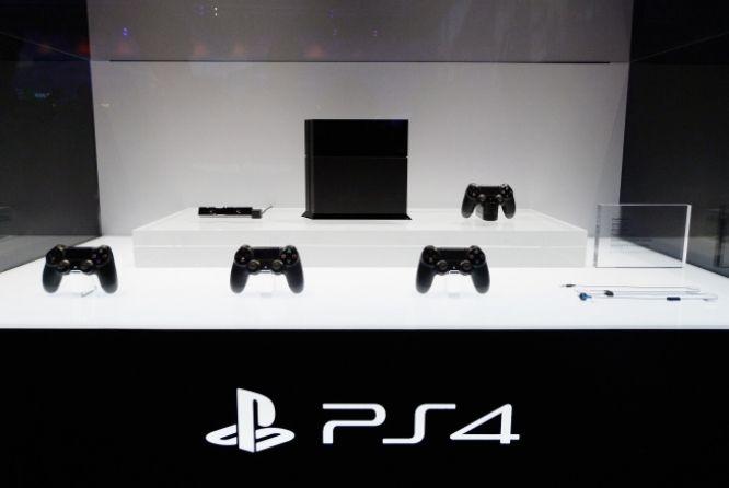 """O preço de 3.999 reais doPlayStation 4 no Brasil podeacabar com o mercado da Sony no Brasil, de acordo com a Acigames.A associação, criada a partir do projeto Jogo Justo, acredita que haja um engano na divulgação do preço do console. No entanto, a Sony confirma o valor.""""Os lojistas filiados à Acig"""