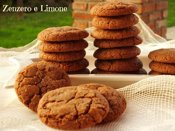 I cookies alla nutella sono dei biscotti semplicissimi da fare e che si preparano in poco tempo. Questi contengono poco burro e sono croccanti.