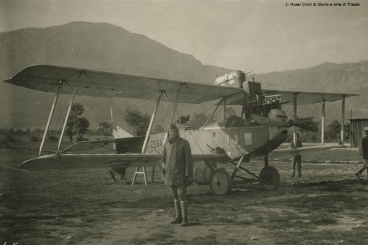 Albatros Kampflug – Apparat 8-9-17. Immagine di un aereo da combattimento Albatros di produzione tedesca