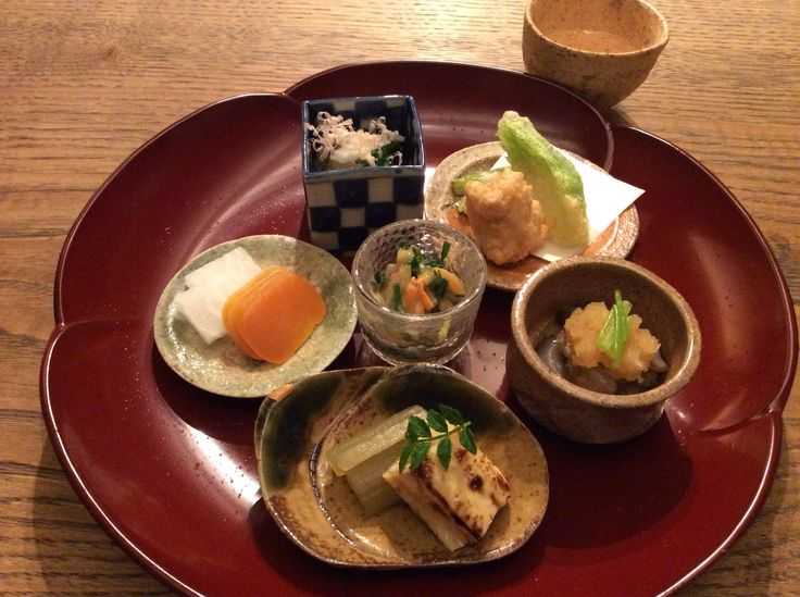 焼き湯葉と蕗、からすみ、青菜おひたし、海老芋揚げ、なまこ酢、赤貝のぬた