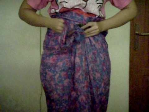 How to wear a batik skirt