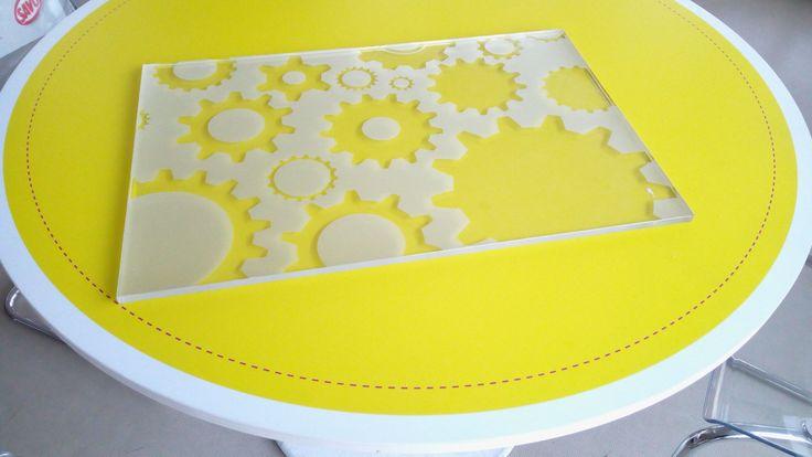 piesková fólia a rezanie do tvaru - ideálne pre sklenené výplne, dvere, okná, ale i obrazy...