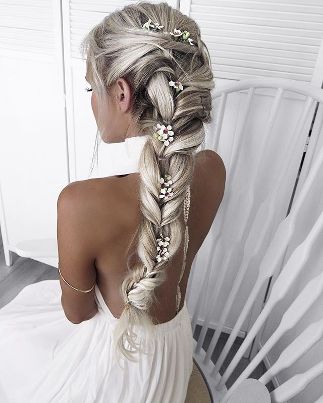 A bit of braid spam for your Monday  Sometimes when I want a bit of extra hair to play with, I use clip ins from @foxylocks these are the 24' platinum blonde  Code for free gift: foxyhilde