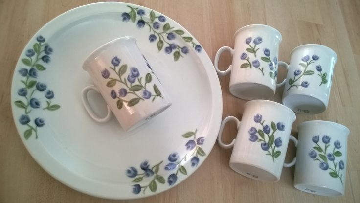 Porcelain painting ; Blueberry- plate and -mugs.