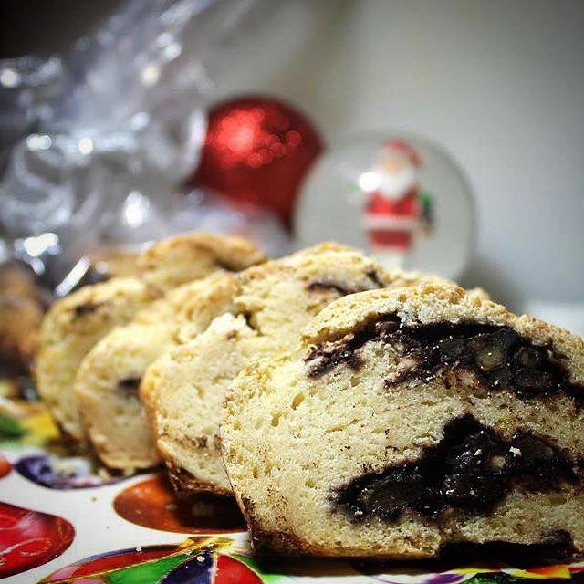 Cozonac cu Nuca, Cacao si Stafide cu un continut scazut de grasimi, fara zahar si fara gluten.                         Pregatiti-va, vine Craciunul!