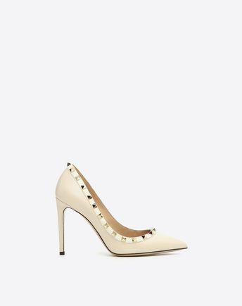 Are you looking for Valentino Garavani Rockstud Pump? Find out all the details at Valentino Online Boutique and shop designer icons to wear.