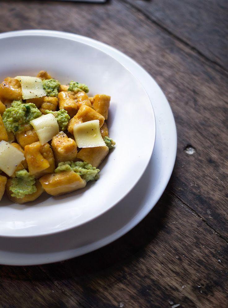 Rústica: Ñoquis de Camote con Pesto de Chícharos {Sweet potato gnocchi with pea pesto}
