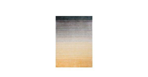 Handtuftad matta från Linie Design. Vackert glänsande lugg som blir till tack vare viskos materialet.