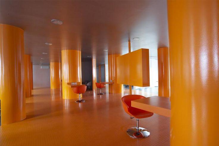 Kaučuková podlaha Artigo oranžová. / Rubber floor Artigo, orange color.