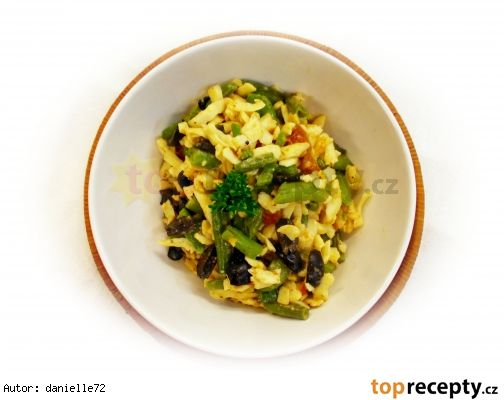 Fazolky se smetanou, olivami, sušenými rajčátky a