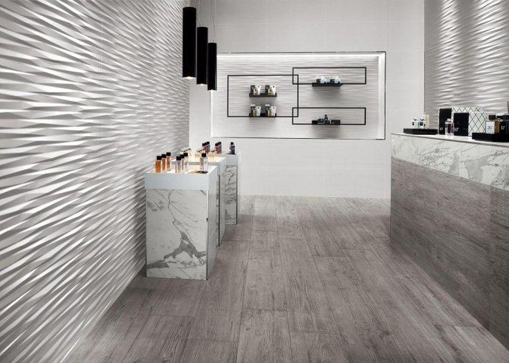 panneau mural décoratif en 3D dans la salle de bain moderne, suspension design et sol en parquet massif gris taupe