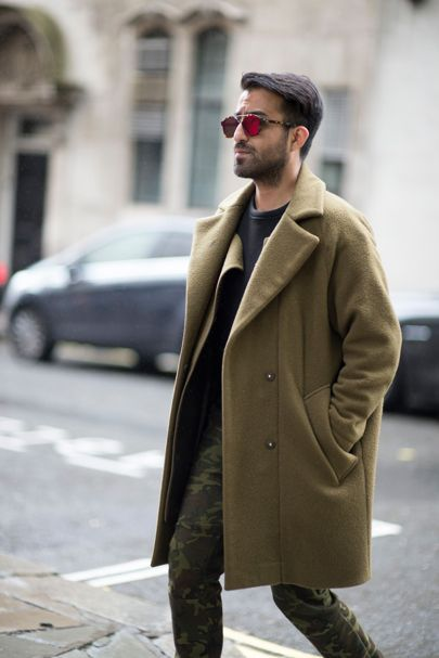 The strongest street style at London Collections Men S/S '17  ...joggeri camo ...cu haina lunga maro, adidasi albi sau superstar si tricou negru