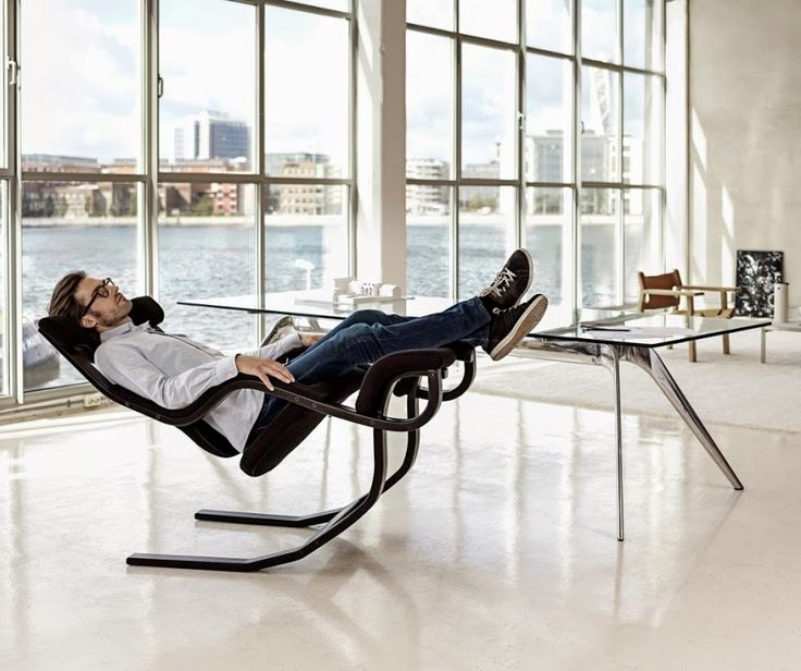 Sit, relax or fully recline Gravity balans designed by Peter Opsvik