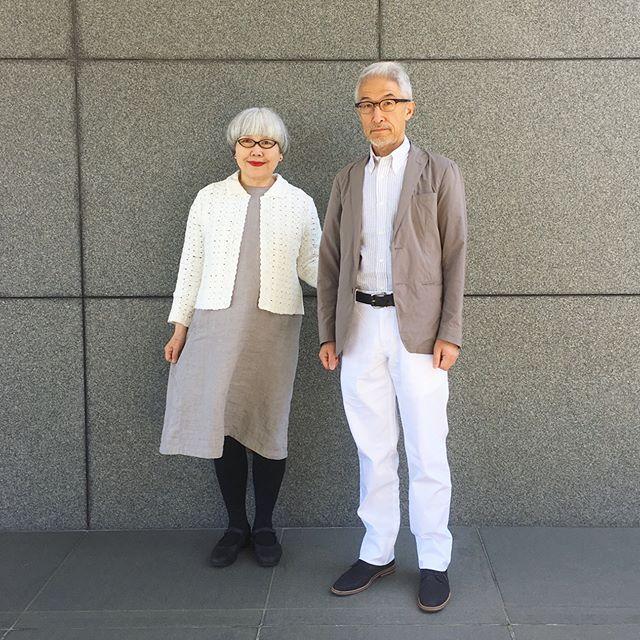 本日、37周年の結婚記念日を迎えました❣️これからも健康で仲良く二人三脚で歩んでいきたいと思います Today is our 37th wedding anniversary #結婚記念日 #37周年 #couple #over60 #fashion #coordinate #outfit #ootd #instafashion #instaoutfit #instagramjapan #greyhair #夫婦 #60代 #ファッション #コーディネート #夫婦コーデ #今日のコーデ #グレイヘア #白髪 #共白髪  ブルックスブラザーズ様( @brooksbrothersjapan )より素敵なお洋服をプレゼントしていただきました。IVY世代の私達にとって憧れのブランドです。大切に着させていただきます。 #ブルックスブラザーズ #brooksbrothers #brooksbrothersjapan  bon ・ジャケット(UNIQLO) ・シャツ(brooksbrothers) ・パンツ(brooksbrothers) pon ・カーディガン(brooksb...