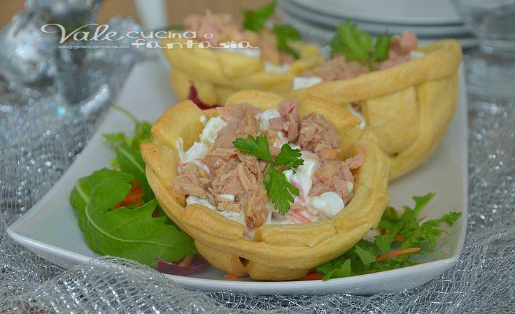 Cestini di pasta brisè con tonno e insalata russa