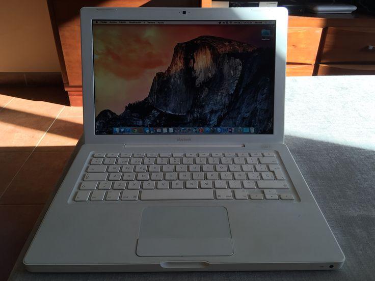 Vendo MacBook Branco Setembro 2009 Intel core 2 dúo.  Disco Duro de 160 GB. Memoria ampliada a 4GB. OSX Yosemite 10.10.1 instalado. 576 ciclos de batería. Perfecto estado de uso.