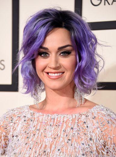 Katy Perry avec les cheveux violet pastel