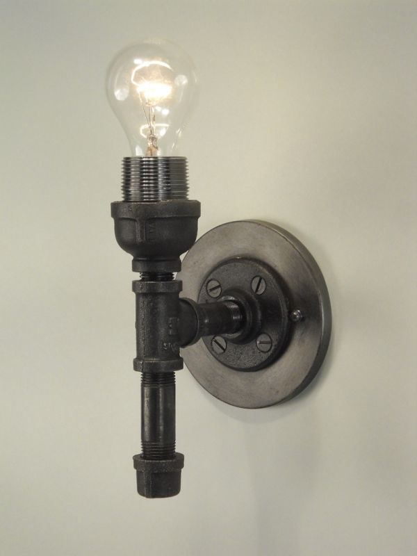 Wall sconce made with black pipe. DIY Pinterest Steam punk, Metals and Wall sconces