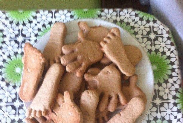 Совсем надо немного времени для приготовления вкусного печенья. Получаются мягкие, сладкие печеньки к чаю. Мой ребенок был в восторге от формы и вкуса печенья!!! Читать далее: http://kareliyanews.ru/pechene-palchiki/
