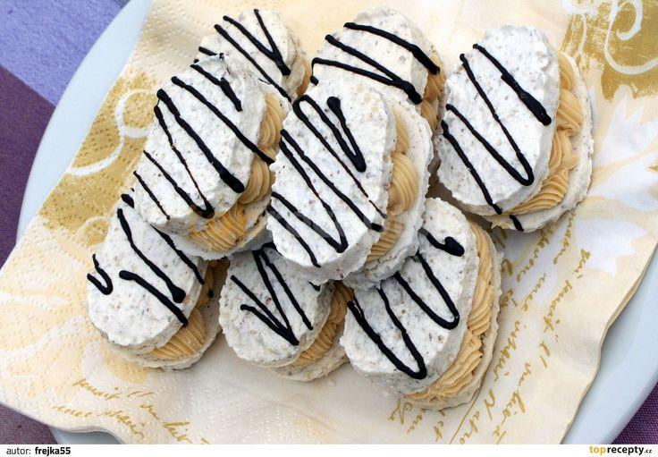 Laskonky, které koupíte v cukrárně, bývají často šizené. Domácí jsou přece jen domácí, jejich chuť navíc můžete snadno upravit přídavkem jemně...