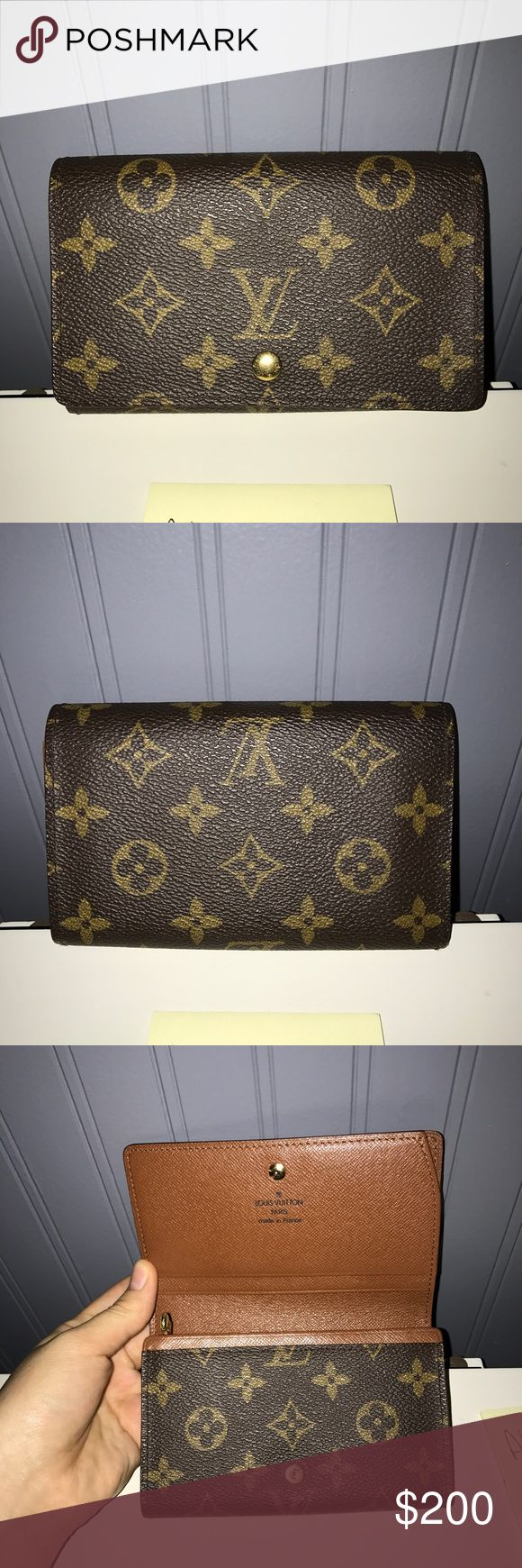 Louis Vuitton wallet 💋Louis Vuitton Porte Monnaie Wallet💋 -Good used condition!  -The pockets have peeling to them!  -zipper is smooth!  -Canvas is in excellent condition! Louis Vuitton Bags Wallets