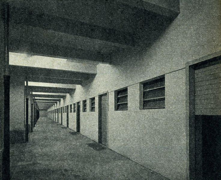 Mercato Ortofrutticolo - un particolare dei corridoi interni - anni '50 http://www.veronavintage.it/verona-antica/immagini-storiche-verona/mercato-ortofrutticolo-particolare-dei-corridoi-interni-anni-50
