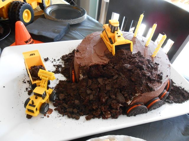 """""""Dirt"""" cake at a Construction Party #construction #partycake"""