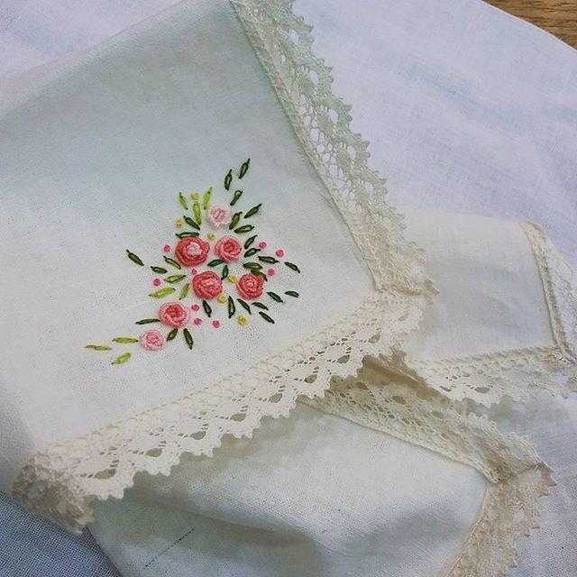 "#Embroidery#stitch#needlework#handker chief#T.V Drama #프랑스자수#일산프랑스자수#자수#자수타그램#자수손수건 #드라마""공항가는 길""-14회~mimi의 레이스장미 린넨손수건"