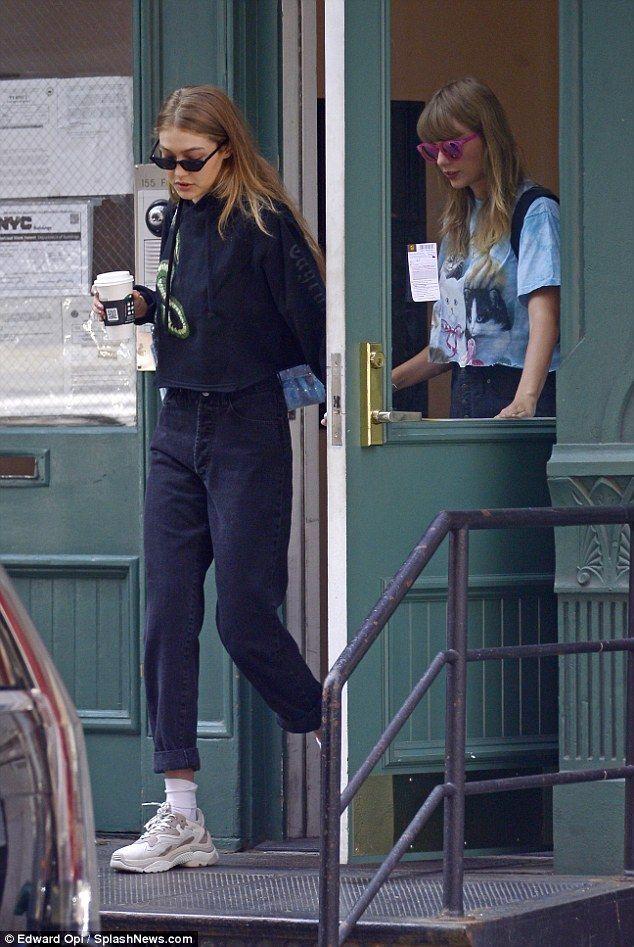 Taylor Swift und Gigi Hadid treffen sich wieder, als sie Bettzeug mit nach Hause nehmen