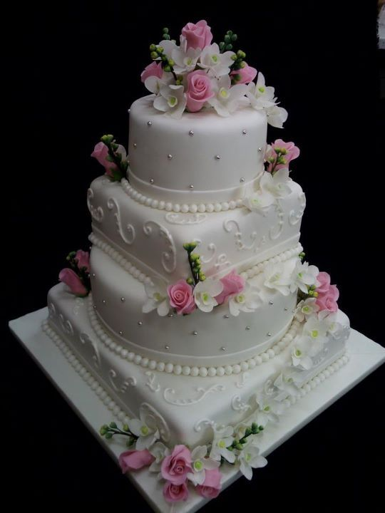 Wedding Cake -  this cake is so beautiful just not pink!