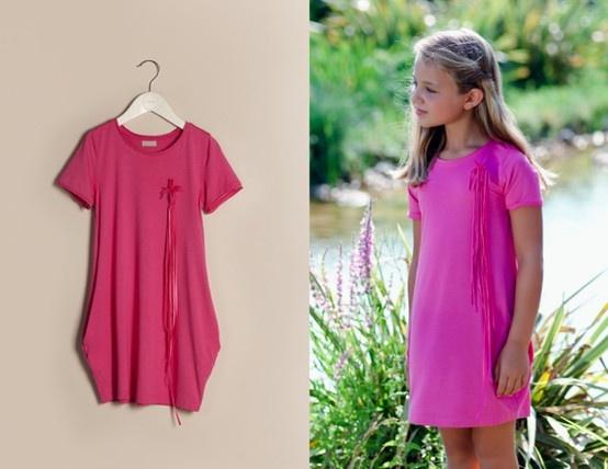İnsanın içini ısıtan bahar günleri için içimizi ısıtacak rengi ile pembe püsküllü elbisemiz: http://www.lialea.com/asp/product/24/Penye-Puskullu-Elbise