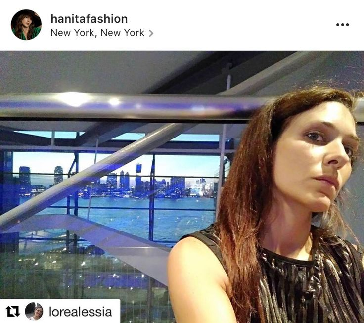 #Hanitablog #fw1617 #nyfw  Alessia Lo Re si definisce orgogliosa di se stessa, in partenza da Linate, destinazione New York.   Ad attenderla c'era la #newyyorkfashionweek, un sogno per molte giornaliste interessate al mondo della moda.  Atmosfera surreale, ambienti glam, skyline mozzafiato ed il sogno diventa realtà.  In valigia, la nuova collezione Hanita Fall Winter 2016/17