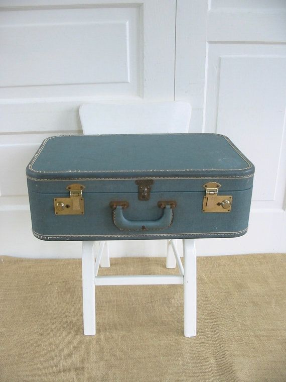 Hey, j'ai trouvé ce super article sur Etsy, chez https://www.etsy.com/ca-fr/listing/400415323/valise-bleu-vintage-bagage-bleu-etui-de                                                                                                                                                                                 Plus