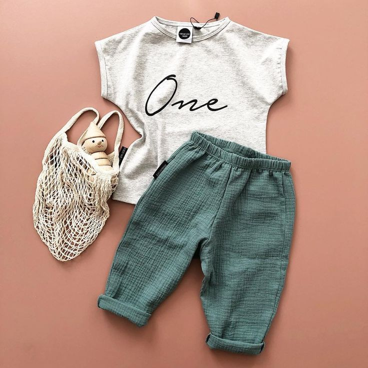 One year birthday outfit | Follow our Pinterest page at Deux par Deux | Childre…