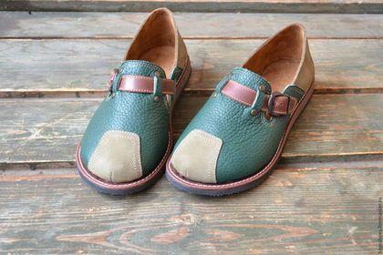 Купить или заказать мокасины   'Фиона ' в интернет-магазине на Ярмарке Мастеров. Туфли под мокасины подклад -велюр .Обувь очень мягкая и приятная в носке .Цвета могут быть различные .Пятка полужёсткая . Туфли чудесные ,аккуратные,с круглым носом ,очень уютные .В пальцах колодка достаточно широкая ,подьём регулируется .Садится практически на любую ногу .подошва из облегченной микропоры .Этот материал снова входит в моду . подносок отсутствует ,поэтому нос на обуви ложиться…