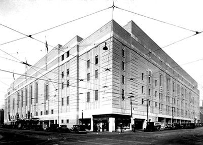 NOV. 12, 1931:  Maple Leaf Gardens arena in Toronto opened and featured a   hockey game between the Toronto Maple Leafs and the Chicago Blackhawks . .image:  Maple Leaf Gardens