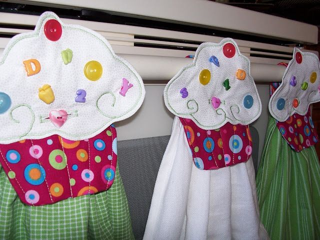 Hanging Hand Towels w/ link to make the original Cupcake Towels http://www.sewcakemake.com/2010/05/cupcake-towel-tutorial.html