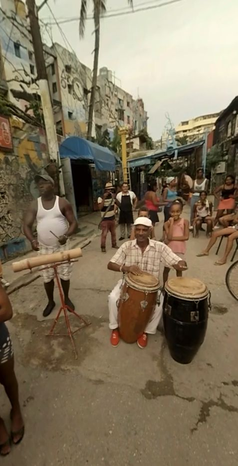 Music in the streets . Cuba